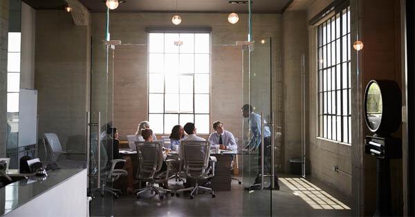 Mengapa Anda Harus Membiarkan Cahaya Alami Masuk Ke Dalam Ruang Kantor